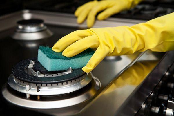 Как очистить плиту, отмыть духовку от жира и нагара в домашних условиях